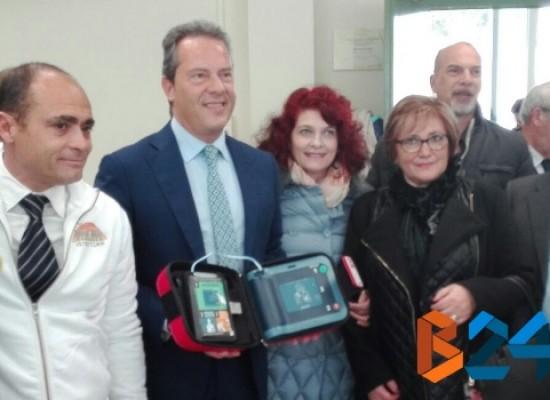 """Consegna defibrillatori a scuole biscegliesi, Spina:""""Alunni ricevono uno strumento prezioso"""" / FOTO"""