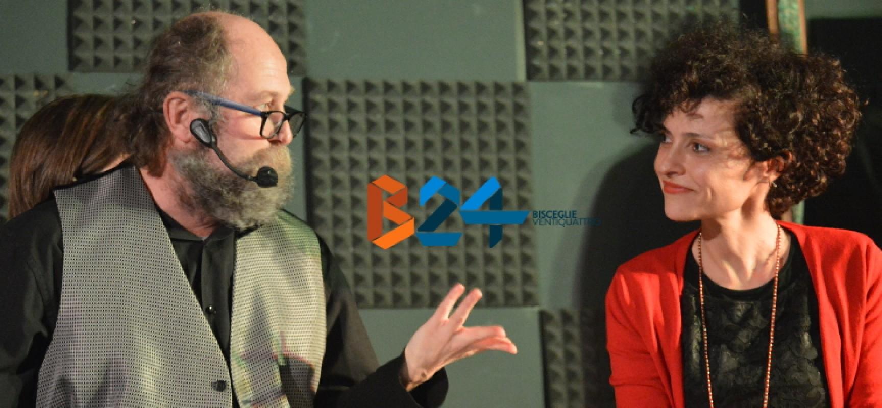 """Open Source, improvvisazione teatrale e racconti di vita per """"Banchi di nebbia"""" di Malusa Kosgran / FOTO"""