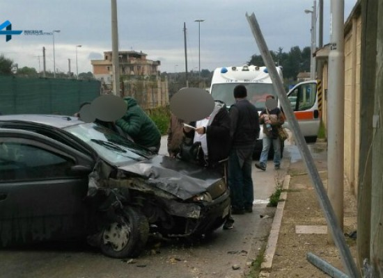 Incidente in via strada del carro, 3 biscegliesi al pronto soccorso / FOTO