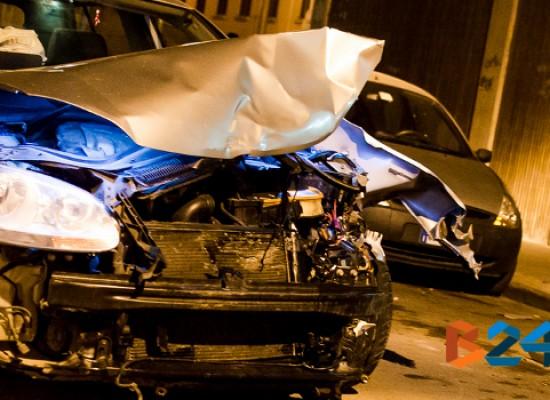 Violento incidente ieri sera all'incrocio tra via monte San Michele e via XXIV maggio / FOTO