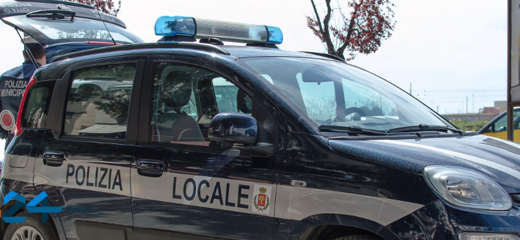 Tampona autovettura e va via, auto in fuga ritrovata dalla Polizia Municipale