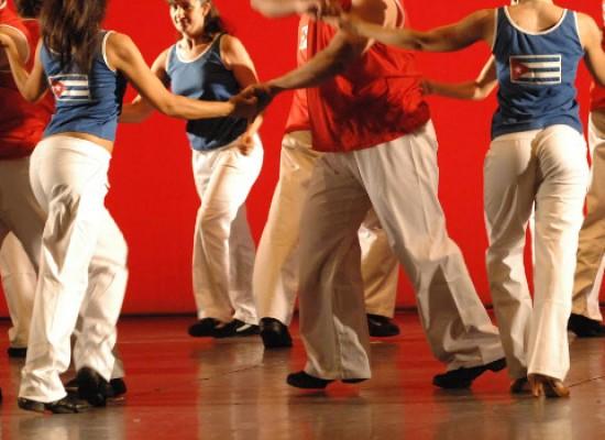 """L'Unesco Bisceglie celebra la Giornata Mondiale della Danza al Liceo """"da Vinci"""" / PROGRAMMA"""