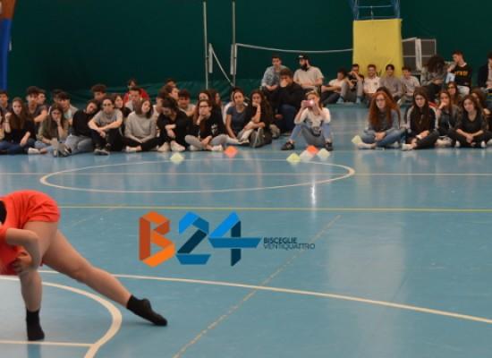 """Il Liceo Coreutico """"da Vinci"""" celebra la Giornata della Danza / FOTO delle performance"""