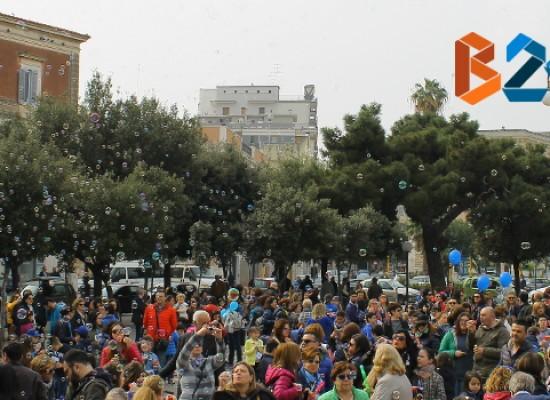 Giornata Mondiale dell'Autismo: bimbi festanti al Palazzuolo per il flash mob / FOTO