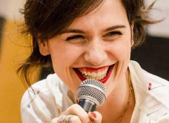 Il nuovo brano di Erica Mou per il libro di Valentina Farinaccio / VIDEO