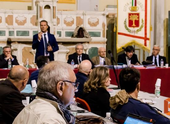 Consiglio comunale, tiene banco lo scontro politico tra sindaco Spina e Pd