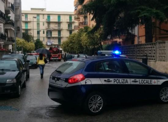 Anziana bloccata in appartamento dopo una caduta, intervengono i Vigili del Fuoco