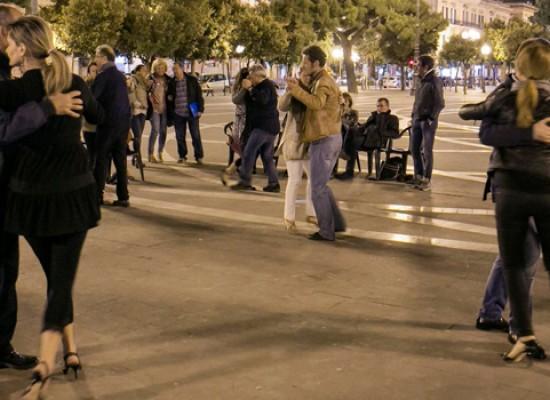 Tango argentino in piazza… e Bisceglie diventa un angolo di Buenos Aires per due ore