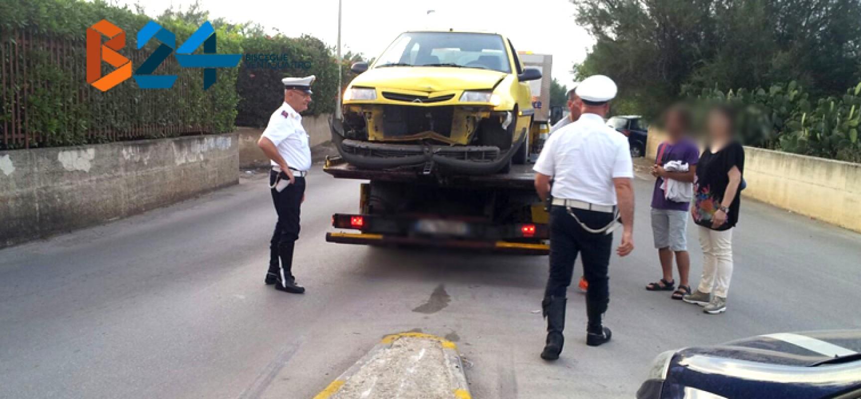 Altro incidente ad una rotatoria, auto sullo spartitraffico in via Don Pancrazio Cucuzziello