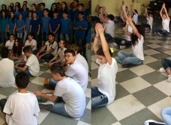 """Dal testo al palcoscenico: gli alunni della Monterisi in scena con """"The snail and the whale"""""""