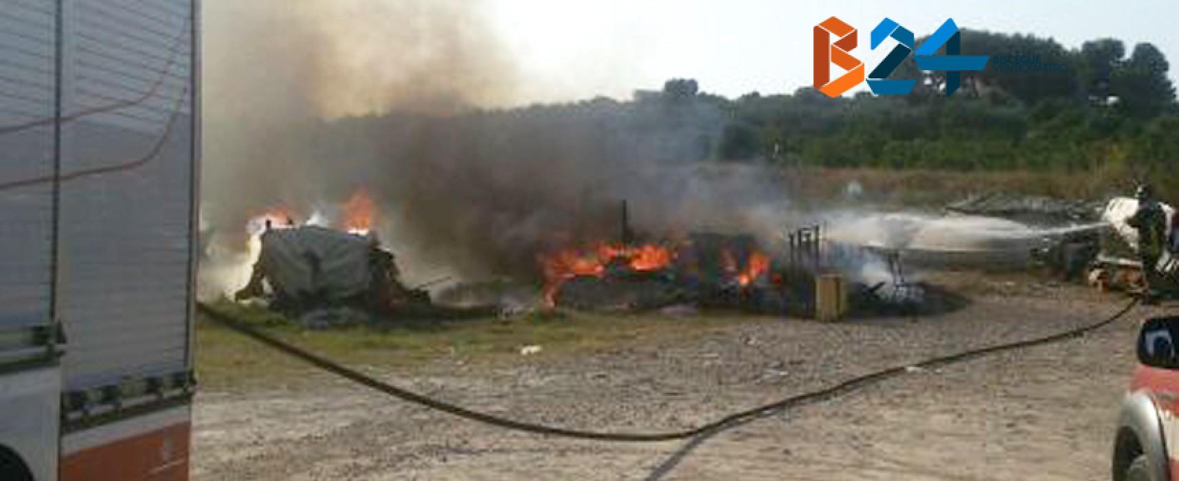 Incendio distrugge due barche nel porticciolo di Cala Pantano / FOTO