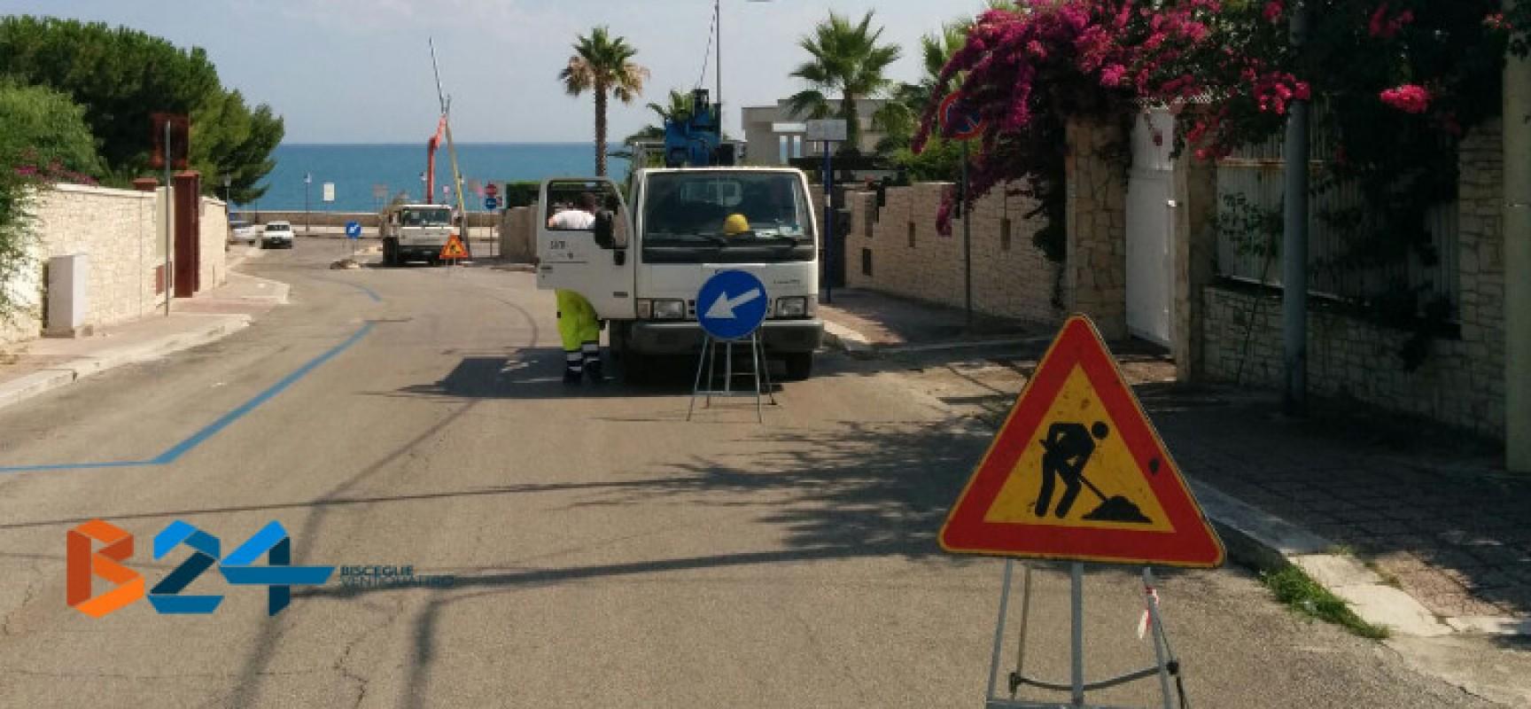 Partita la rimozione dei pali della luce pericolanti su via Tommaso Todisco
