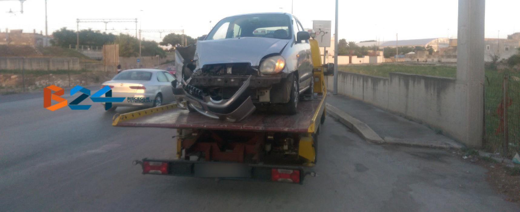 Si schianta violentemente contro il muro a bordo della sua auto: 8oenne al pronto soccorso / FOTO