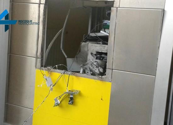 Bomba alla posta di Sant'Andrea, scardinato lo sportello Atm / FOTO