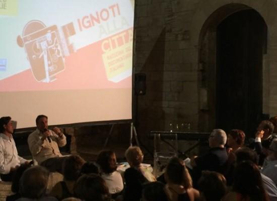 """Mario Tozzi presenta TecnoBarocco e le tecnologie inutili: """"Aprite una enciclopedia e non Wikipedia"""""""