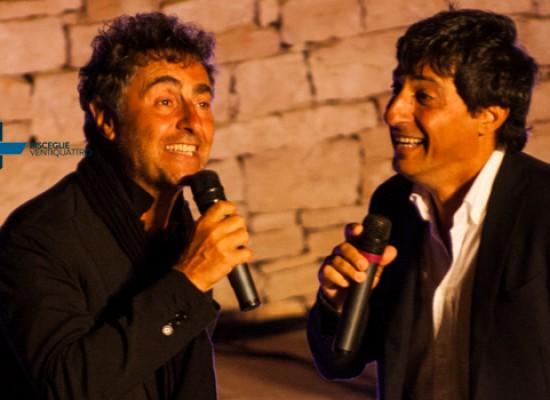 Risate e spensieratezza al teatro Mediterraneo per Solfrizzi e Stornaiolo / FOTO E VIDEO