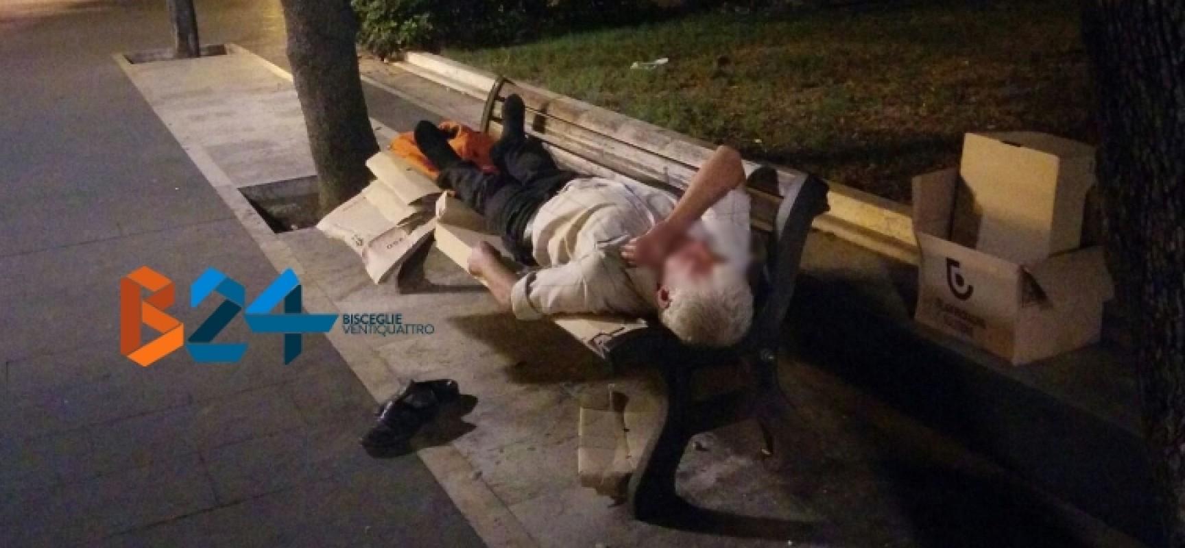 Dorme su una panchina della villa comunale da due mesi, la storia di un 58enne biscegliese