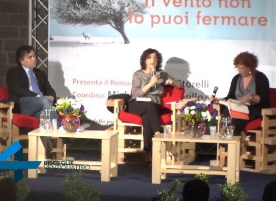 Elvira Serra presenta il suo nuovo romanzo alle Vecchie Segherie Mastrototaro / VIDEO