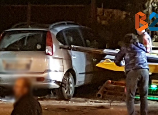 Incidente in via Imbriani, auto si incastra davanti a proprietà privata