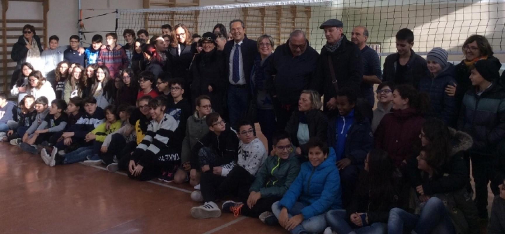 """La palestra della """"Battisti-Ferraris"""" torna all'attività, effettuata la consegna ufficiale"""