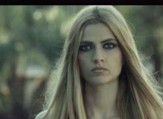 """Attesa finita, Viviana Cassanelli annuncia l'uscita del videoclip di """"Pioggia su di te"""" / VIDEO"""