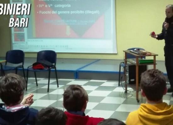 """Incontro Carabinieri-alunni della """"Monterisi"""" sull'uso corretto e conoscenza fuochi d'artificio"""