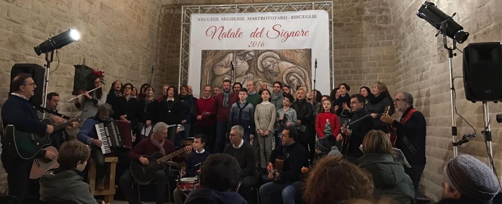 """I canti natalizi degli Happy Singers rendono speciale la """"prima"""" in terra biscegliese /VIDEO"""
