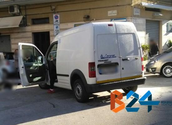 Furgoncino investe 70enne in via Panunzio