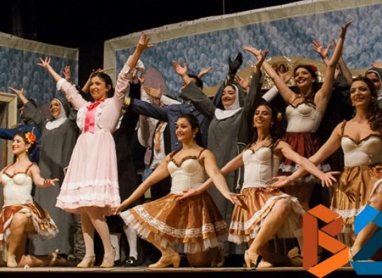 """Calore ed energia carte vincenti de """"Na Santarella"""" in scena al Teatro Garibaldi / FOTO"""