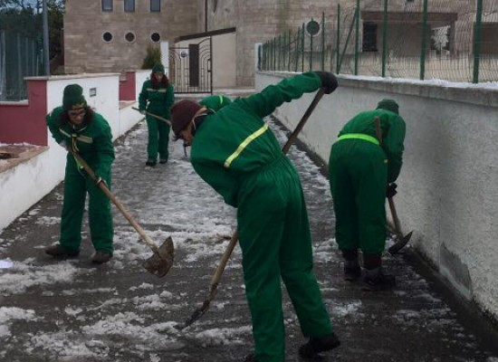 Neve a Bisceglie, Scout liberano passaggi e strade nei pressi delle parrocchie / FOTO