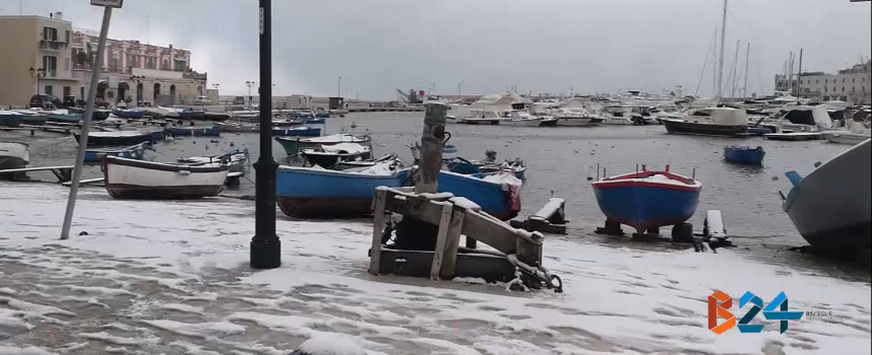 Tour nella città sotto la neve /VIDEO
