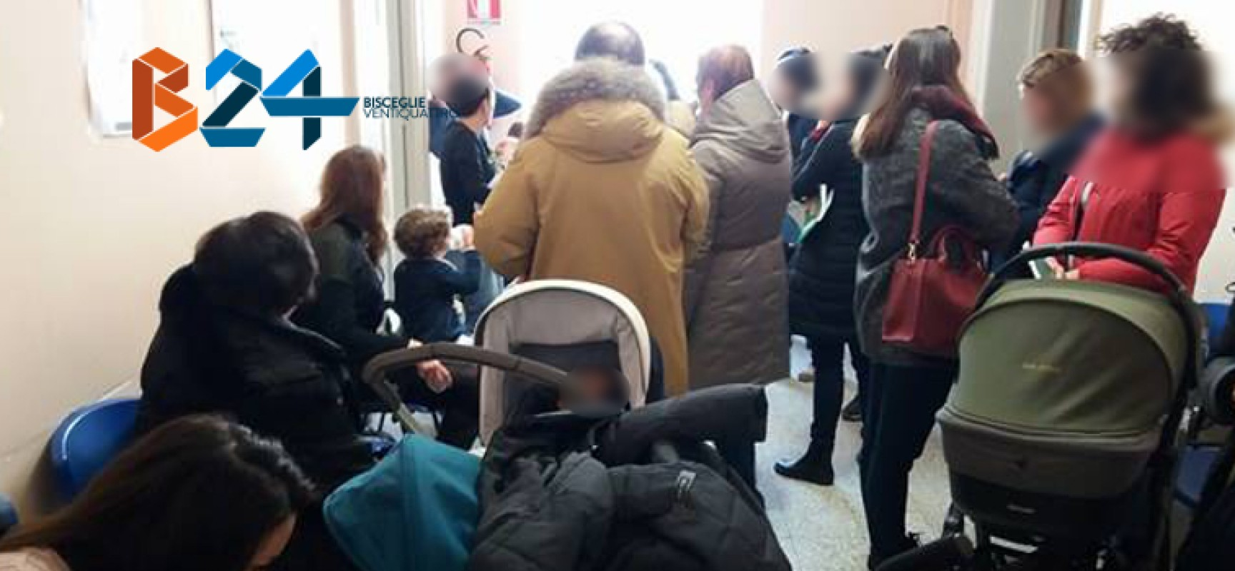 Lunghe code e proteste dei genitori alla sala vaccinazioni