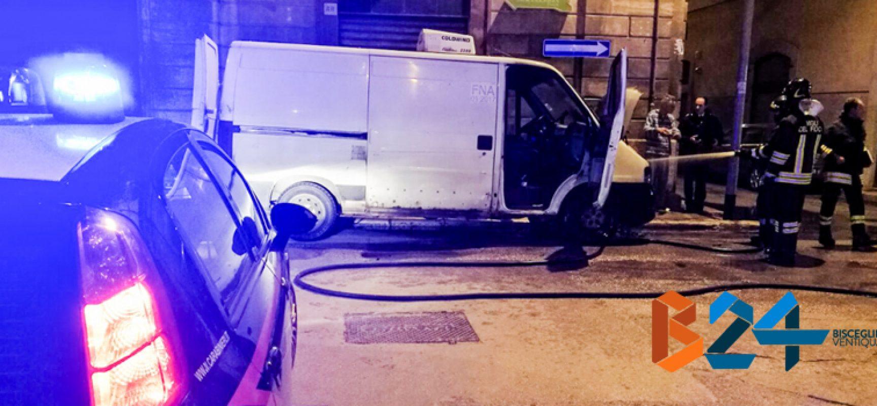 Furgone in fiamme in via De Gasperi, intervenuti i vigili del fuoco