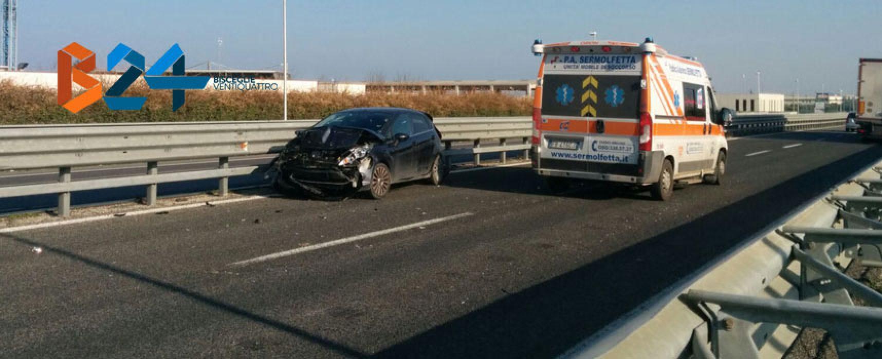 Scontro auto-camion sulla 16bis, donna al pronto soccorso
