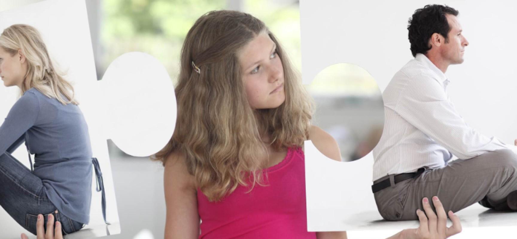 """""""Lo psicologo risponde"""", separazione: come comportarsi coi figli? La risposta della dott.ssa Petrelli"""