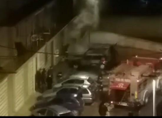 Incendiate altre due auto nella notte, questa volta in via Trani / VIDEO
