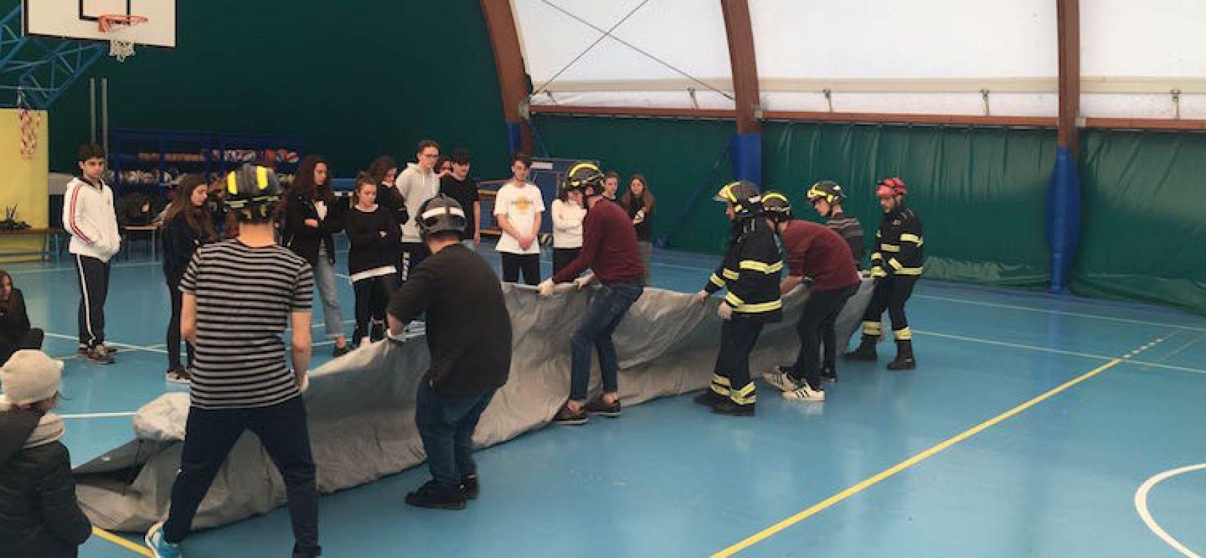 """Alternanza scuola-lavoro al Liceo """"da Vinci"""" con gli operatori Oer di Bisceglie / FOTO"""