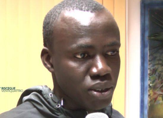 Camara, un ragazzo senegalese arrivato in Italia con un sogno: laurearsi / VIDEO