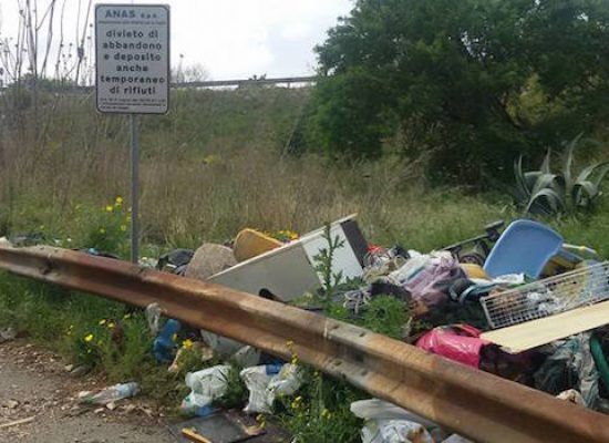 """Abbandono indiscriminato rifiuti, Mauro Sasso: """"Nell'agro circa cento siti con immondizia"""" / FOTO"""