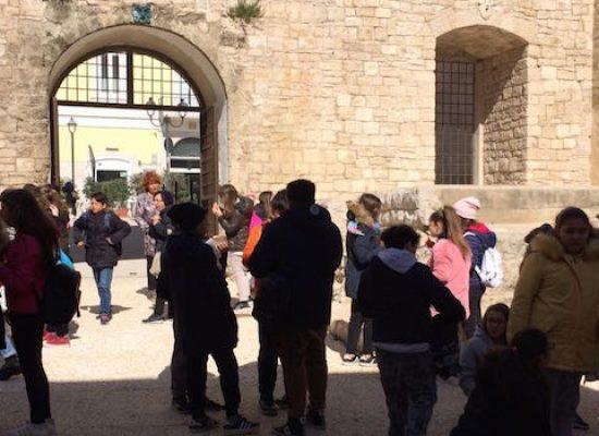 """Scuole da tutta la Puglia in visita al Castello Svevo, ZonaEffe: """"Rilanciare binomio cultura e ambiente"""""""