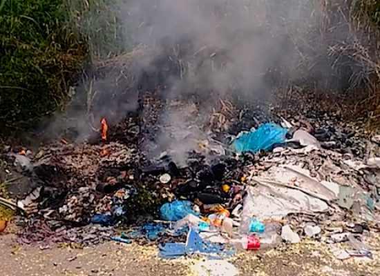 Rifiuti, esposto-denuncia di Ambiente 2.0 contro i piromani dei rifiuti
