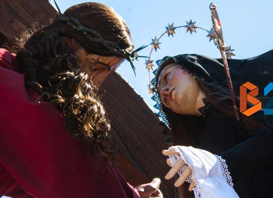 Incontro del Venerdì Santo, bagno di folla tra spiritualità e tradizione / FOTO