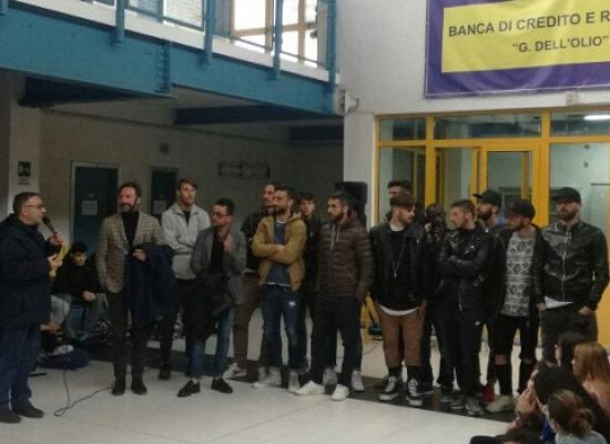 """Il Bisceglie Calcio incontra gli alunni del """"Dell'Olio"""", messi a disposizione 200 tagliandi a 2 euro / FOTO"""