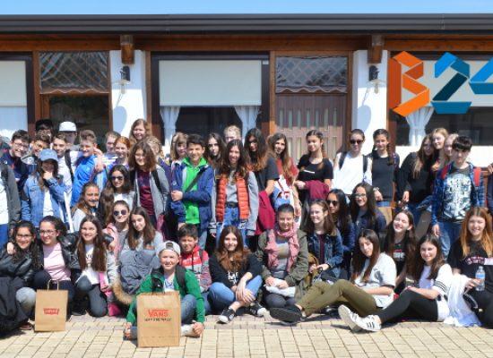 """Studenti Erasmus da tutta Europa e scuola """"Monterisi"""", il connubio culturale si rinnova / FOTO"""