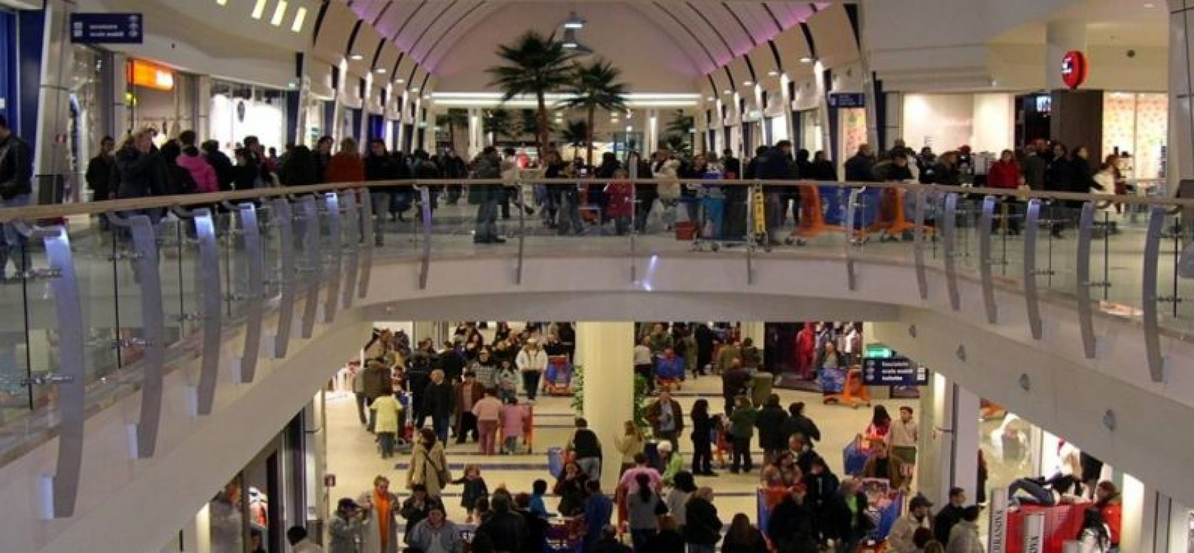 Sindacati proclamano sciopero regionale, a Pasqua e Pasquetta, per lavoratori centri commerciali