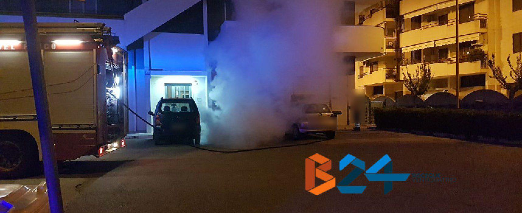 Auto in fiamme nella notte in via Sant'Andrea