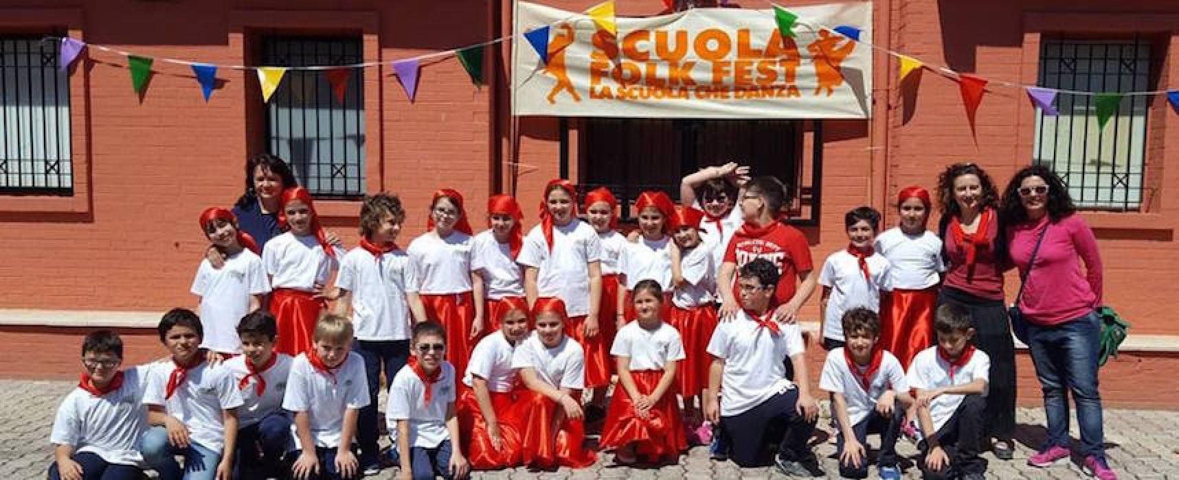 """Scuola FolkFest, giovani alunni animano il parco """"Caduti di Nassirya"""" con le danze popolari"""