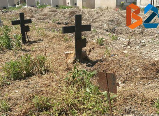 """Cimitero, """"Vorrei sapere quando mia sorella avrà una sepoltura degna"""" / VIDEO"""