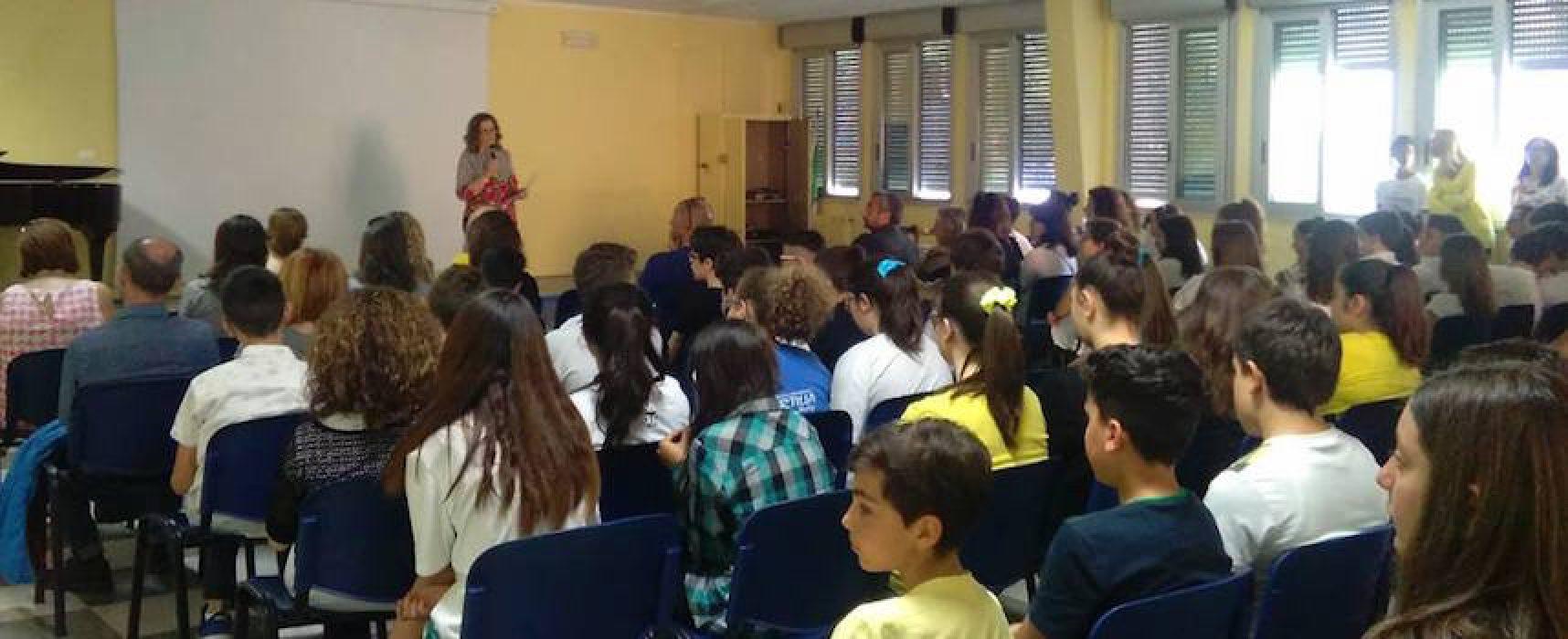 """I giovani alunni della scuola media """"Monterisi"""" alzano la voce contro il femminicidio"""