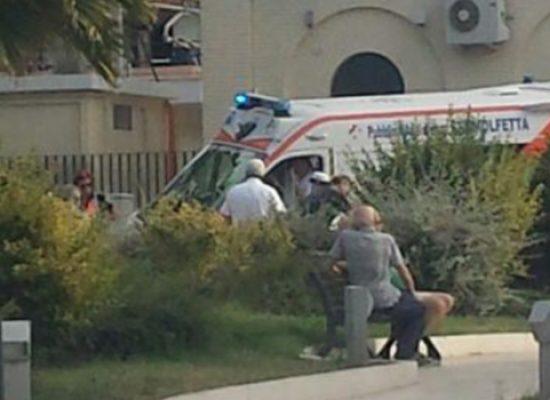 Ubriaco, cammina lungo i binari e arriva treno: tragedia evitata in stazione a Bisceglie